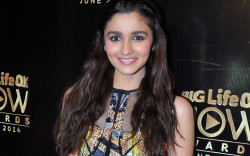 Alia Bhatt in Pink Lipstick with Cute Smile of Bollywood Actress HD Photos