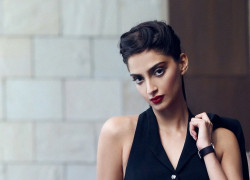 sonam kapoor sexy latest hd wallpaper