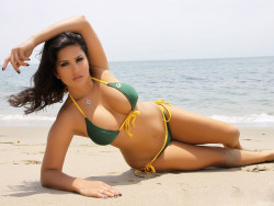 Sunny Leone New Beach Bikini Wallpaper
