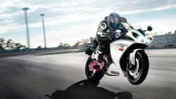 yamaha r1 race sports bike