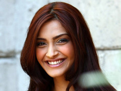 Cute Sonam kapoor hd wallpapers