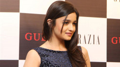 Cute and Beautiful Pics of Alia Bhatt Bollywood Actress Wallpaper