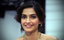sonam kapoor hot hd desktop wallpapers